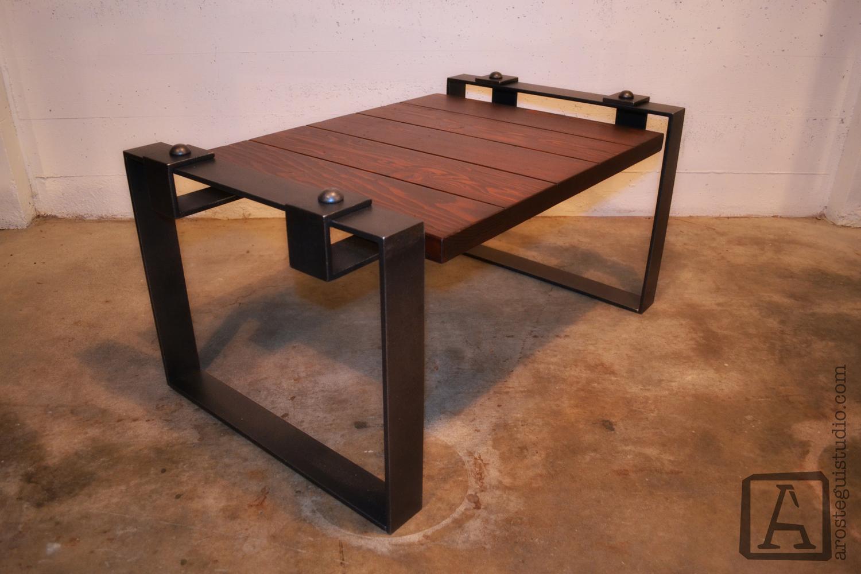 Table Arostegui Studio 1